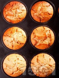 Мъфини със сладко от смокини или боровинки (Лесни и вкусни) - снимка на рецептата